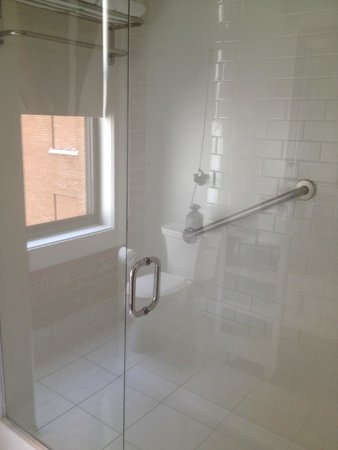 The Saint Hotel, Autograph Collection: Shower stall