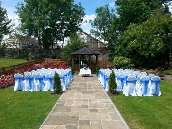 Lynnhurst Hotel: Outdoor Wedding Ceremony