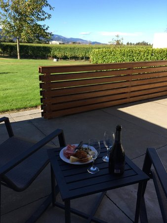 Marlborough Vintners Hotel: Enjoying the afternoon on our patio