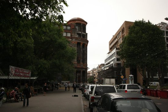 Tufenkian Historic Yerevan Hotel: View from outside hotel.