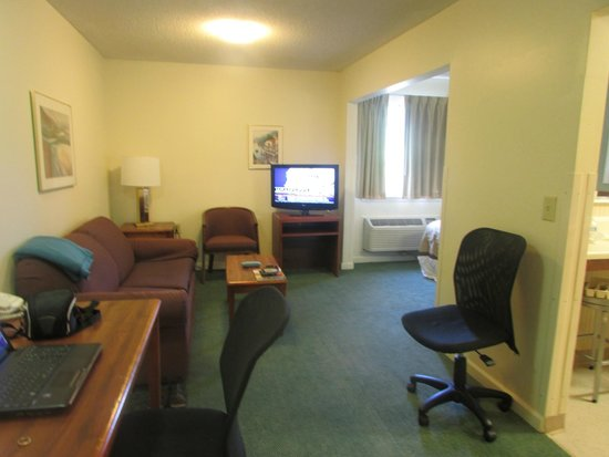 Extended Stay America - Atlanta - Peachtree Corners: Living area