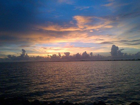 Sailport Waterfront Suites : Just as the Sun set