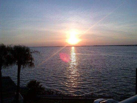 Sailport Waterfront Suites : Sunset view