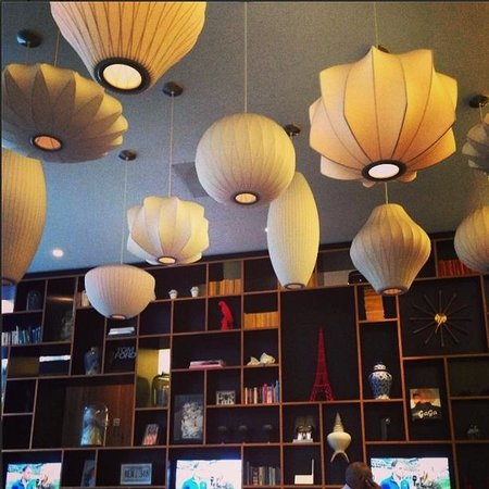 citizenM London Bankside: Amazing lighting in the lounge