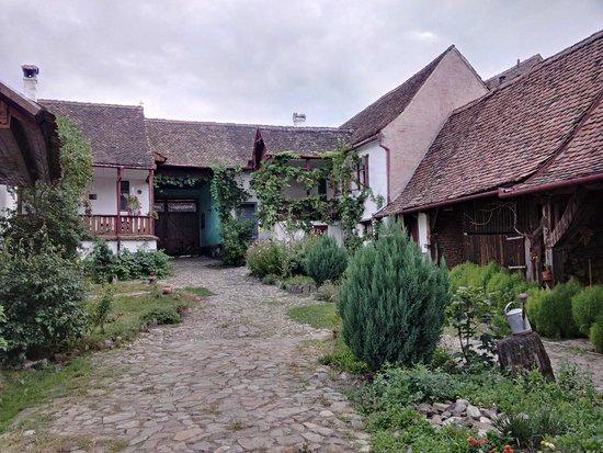 Casa cu Zorele: View from the internal yard