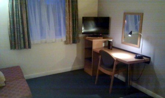 Holiday Inn Express London Gatwick-Crawley: Useable desk