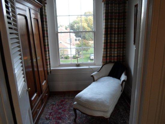 Essex Inn: Little hide away for reading