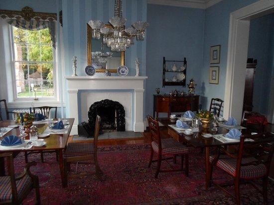 Essex Inn: Breakfast Room