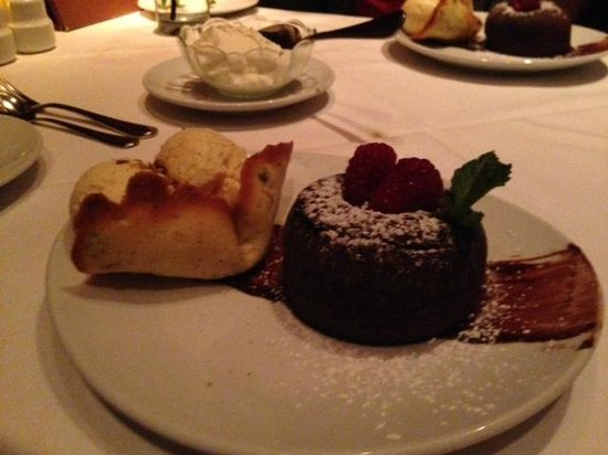 Fleming's Prime Steakhouse & Wine Bar: Lava cake