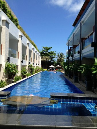 La Flora Resort Patong: Pool from Lobby