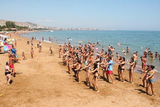 Costa Tiziana Hotel Resort: Balli di gruppo in spiaggia