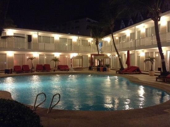 Decameron Los Delfines : Piscina do hotel ao anoitecer!