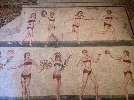 """Villa Romana del Casale: le famose in """"bikini"""""""