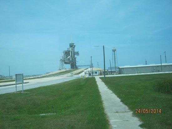 NASA Kennedy Space Center Visitor Complex: земная дорога к звездам