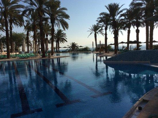 David Dead Sea Resort & Spa: Pool at 8:00 AM