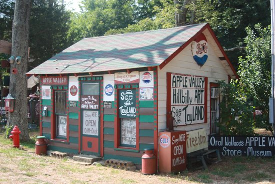 Apple Valley Hillbilly Garden and Toyland : old Gas Station