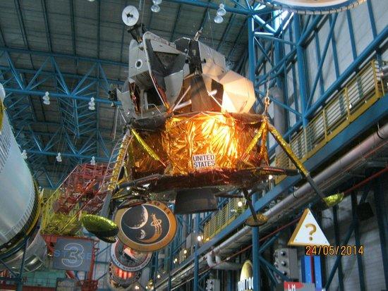 "NASA Kennedy Space Center Visitor Complex: ""блошка"" для луны"