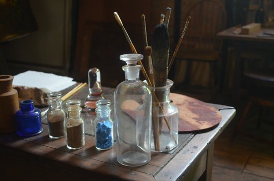 Thomas Cole National Historic Site: Thomas Cole's palette, brushes and paint pigments.