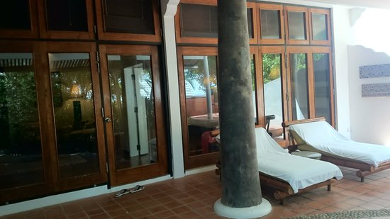 Mom Tri's Villa Royale : villa entrance