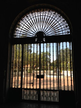 Hearst Castle : Incredible gates, windows and artwork