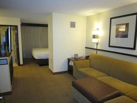 Hyatt Place Albuquerque Airport: Separate Living Area