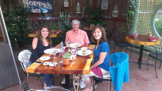 Hoppe's Garden Bistro : Beautiful outdoor dining at Hoppes