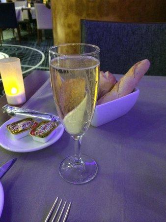 Hilton Paris Charles de Gaulle Airport : Table du restaurant