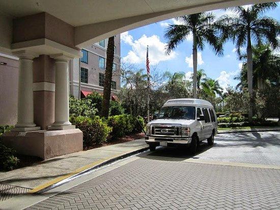 Doubletree by Hilton Sunrise - Sawgrass Mills: Van que te lleva al mall Sawgrass