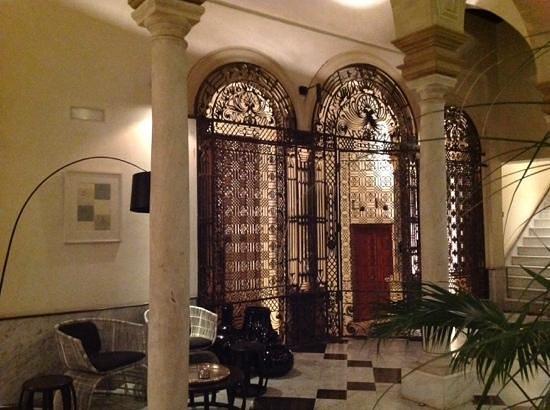 Hotel Palacio de Villapanes: porte d'entrée