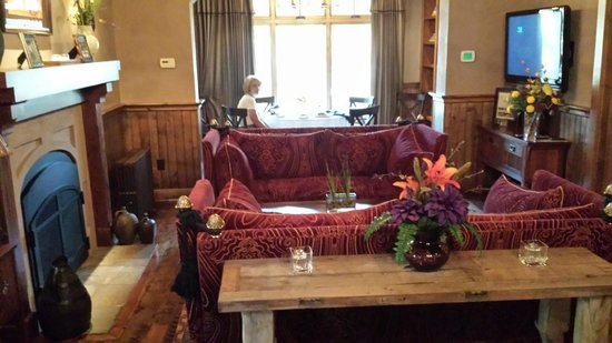 Anselmo Vineyards : Dining in the Library at Anselmo