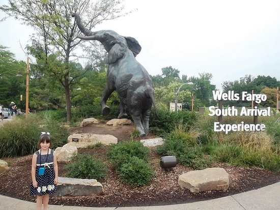 St. Louis Zoo: South enterence to the zoo