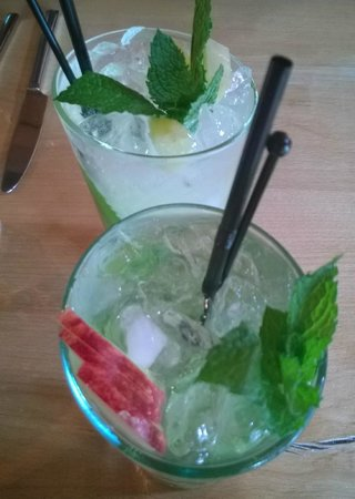 The Treehouse Restaurant at the Alnwick Garden: Mojito's (one apple, one pineapple)