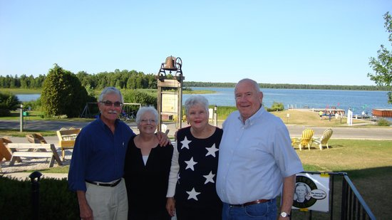 Rowleys Bay Resort: Visit with Friends