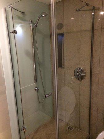 Sheraton Athlone: Powerful, modern tiled shower.