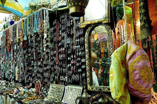 Medina von Tunis: Medina di Tunisi: Tunisia: artigianato local e non