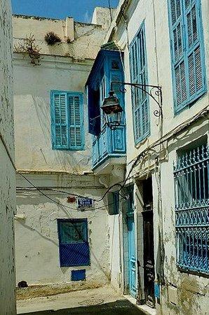 Medina von Tunis: Medina di Tunisi: Tunisia: vicolo all'aperto