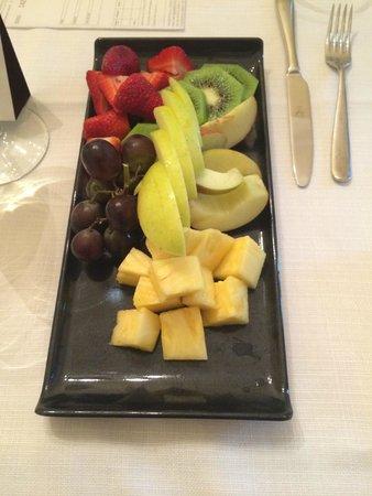 Sheraton Diana Majestic Hotel: Asiette de fruits en Room Service