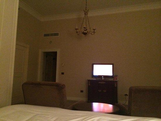 Sheraton Diana Majestic Hotel: Vue de la chambre depuis le lit