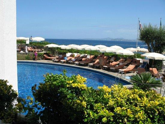 Grand Hotel Punta Molino Beach Resort & SPA: Scorcio di una parte della piscina
