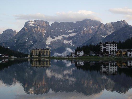 Grand Hotel Misurina: Vista lago Misurina dall'Albergo