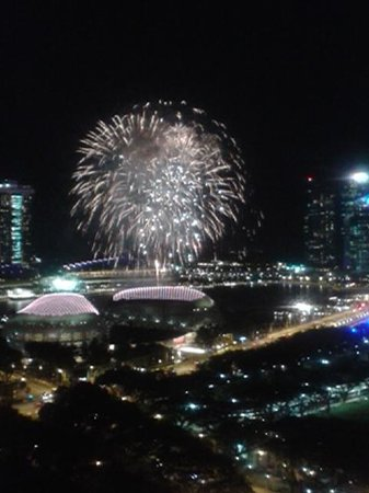 Fairmont Singapore: fireworks from balcony