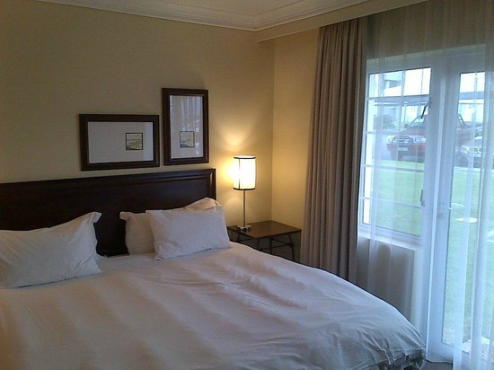 Protea Hotel by Marriott Stellenbosch: Lovely big bedroom with king size bed