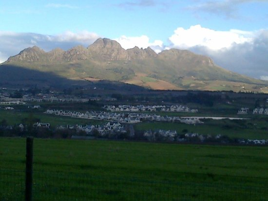 Protea Hotel by Marriott Stellenbosch: View of mountains from room