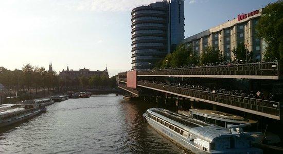 Ibis Amsterdam Centre: Fachada hotel