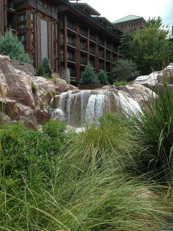 Boulder Ridge Villas at Disney's Wilderness Lodge: Water fall by pool