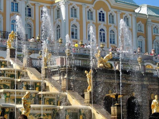 Grand Palace: Fountains are turned on!