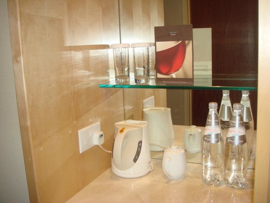 Hilton Singapore: Coffee and water