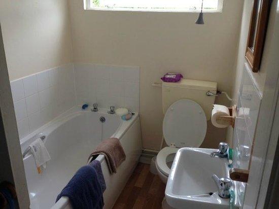 Shorefield Country Park: bathroom