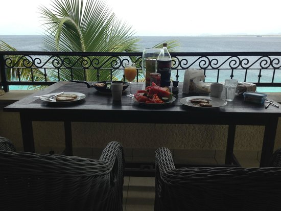 Bellafonte Luxury Oceanfront Hotel : Breakfast at the balcony