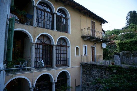 La Contrada dei Monti: Le patio depuis la chambre 102
